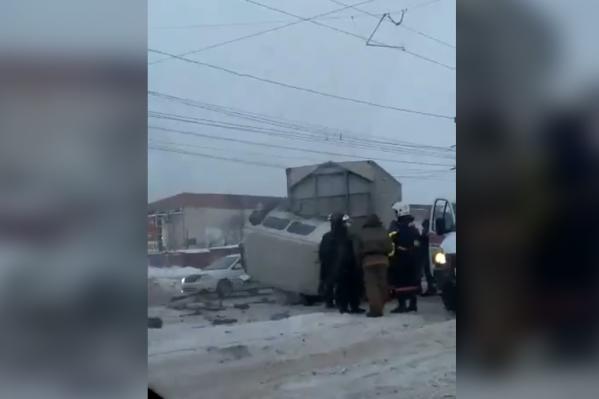 По информации МЧС, в аварии никто не пострадал