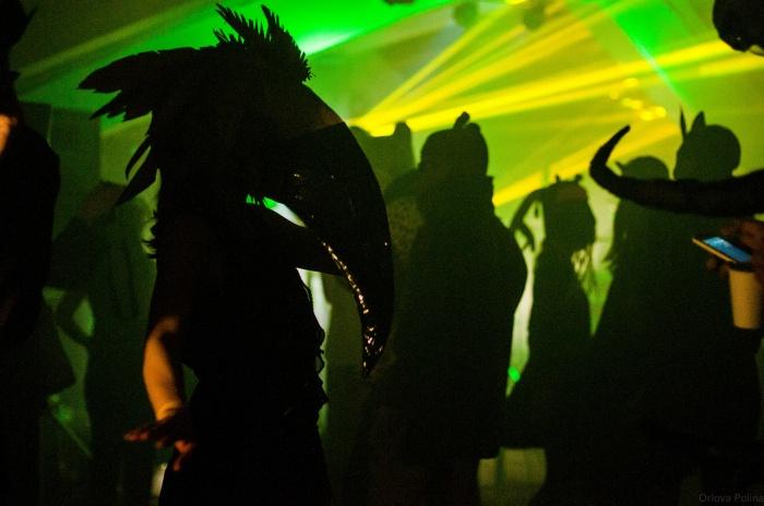 На вечеринке«Animal Ковчег» собрались люди в костюмах животных