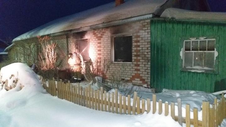 Два человека погибли в утреннем пожаре в Нижней Тавде
