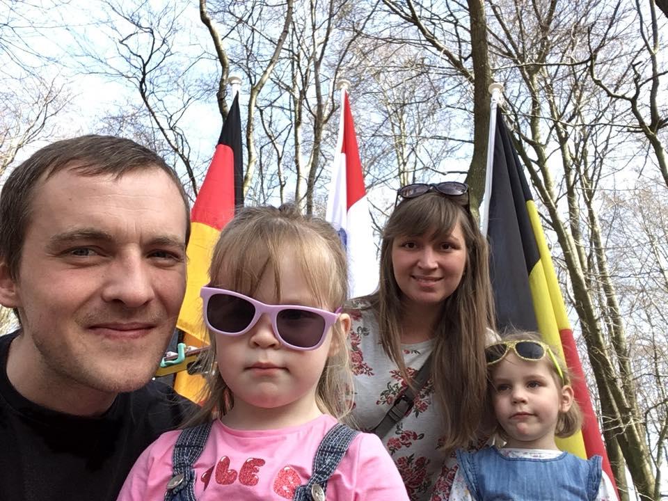 Фото в Dreilanderpunkt — месте, где встречаются границы Германии, Бельгии и Нидерландов