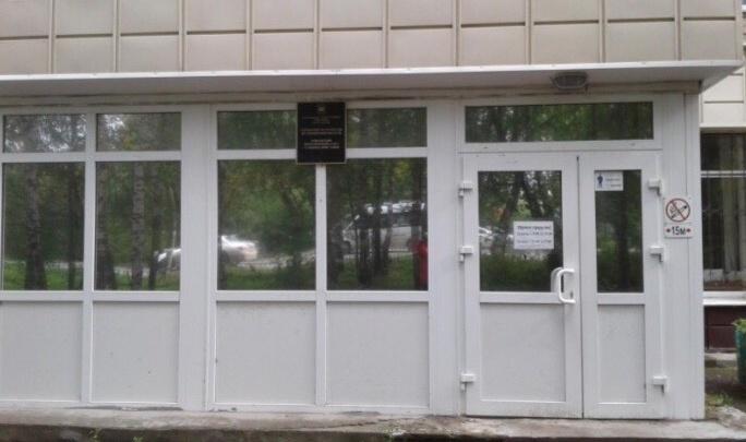 Жители дома в Тобольске требуют отселить приставов, чей офис подожгли на днях: «Боимся повторения»