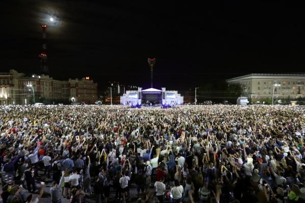Тысячи ростовчан пришли на главную площадь города в поисках впечатлений