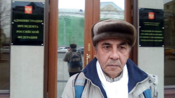 «Меня клонировали?»: на уволенного учителя главой фракции «Единая Россия» перед судом завели дело