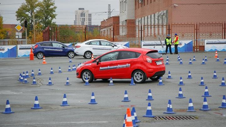 В Челябинске задержали директора автошколы «КАФС» и инспектора за взятку на экзамене