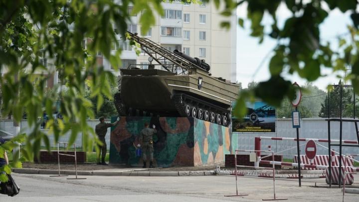 «Дедовщины у нас нет»: солдаты рассказали об обстановке в воинской части на Московке