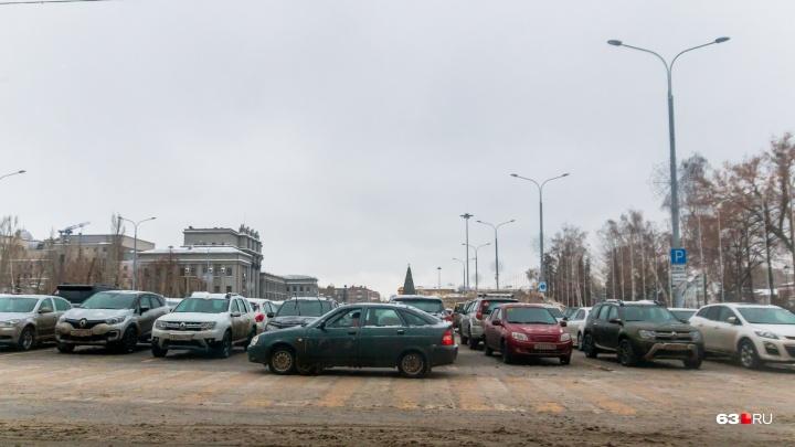 Время работы парковки у Самарского театра оперы и балета предложили продлить до 23:00