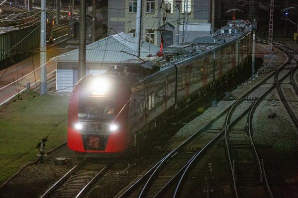 Электричка состоит из пяти вагонов