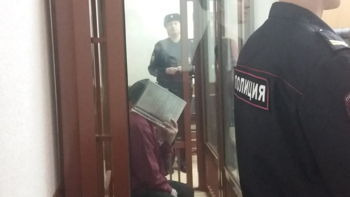 В Екатеринбурге начали судить мужчину, который 19 раз ударил ребенка ножом из-за разлитого спирта