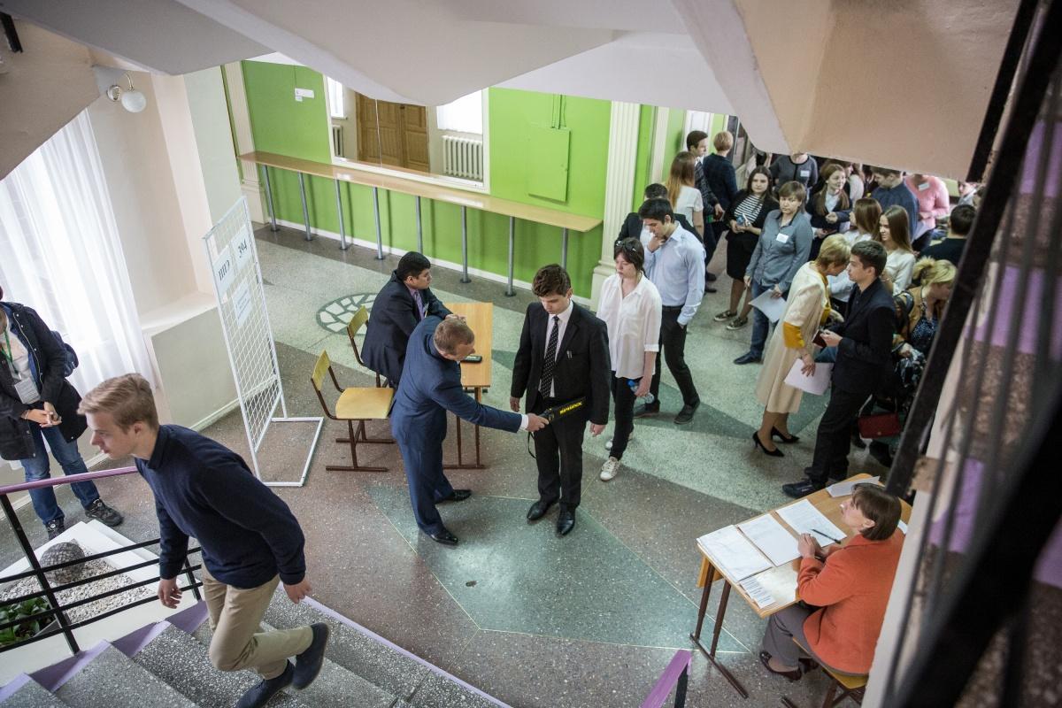 Выпускников перед ЕГЭ ждут контроль на входе в школы и камеры с видеонаблюдением