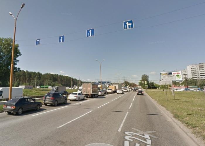 На фото 2018 года видно, какой «паровозик» скапливался на левом повороте в сторону УНЦ