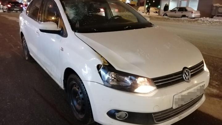 В Уфе женщина за рулем Volkswagen Polo насмерть сбила пожилого мужчину, очевидцы сняли видео