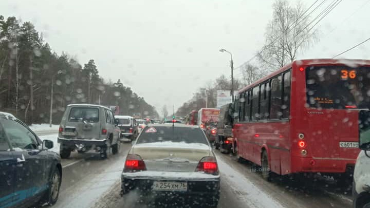 Утром Заволжский район встал в трёхкилометровую пробку
