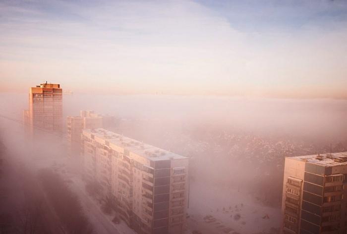 По утрам город окутают туманы и дымки