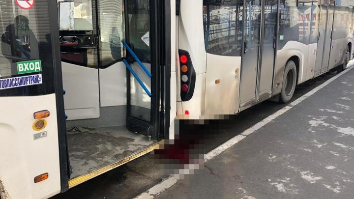 Смерть в тисках: ростовского водителя раздавило двумя автобусами