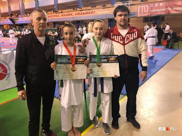 Вместе с юношами на соревнованиях выступали девочки