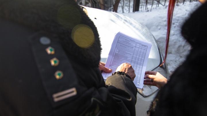 В Самарской области у мужчины арестовали комод и планшет за крупный долг перед родственницей