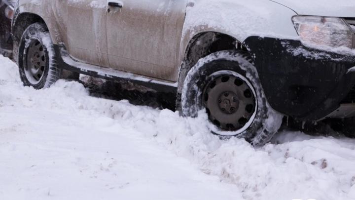 Машины целуются: в Архангельске из-за непогоды день начался с 15 ДТП