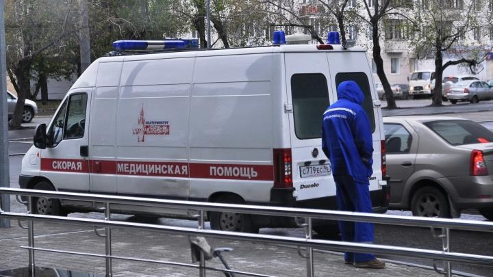 В Екатеринбурге будут судить мужчину, который с палкой набросился на бригаду медиков