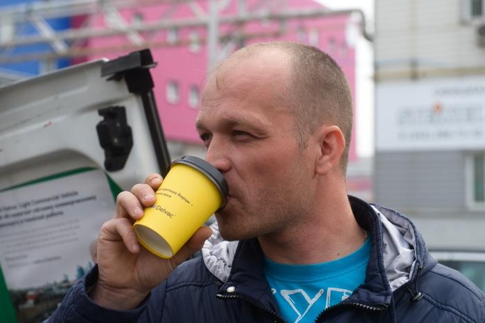 Водитель Илья Закамалдин был приятно удивлен акцией, организованный компаниямиExxonMobil и «АКРОНД»