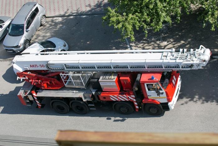 Пожарные вывели 18 человек из горящего дома в Заельцовском районе