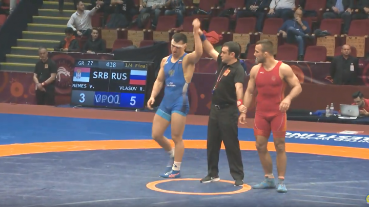 Роман Власов вышел в финал чемпионата Европы— в решающем бою он встретится с чеченцем из Германии