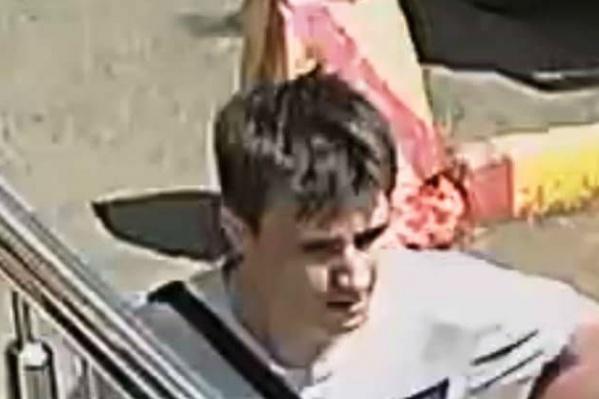 Предполагаемого преступника засняли видеокамеры
