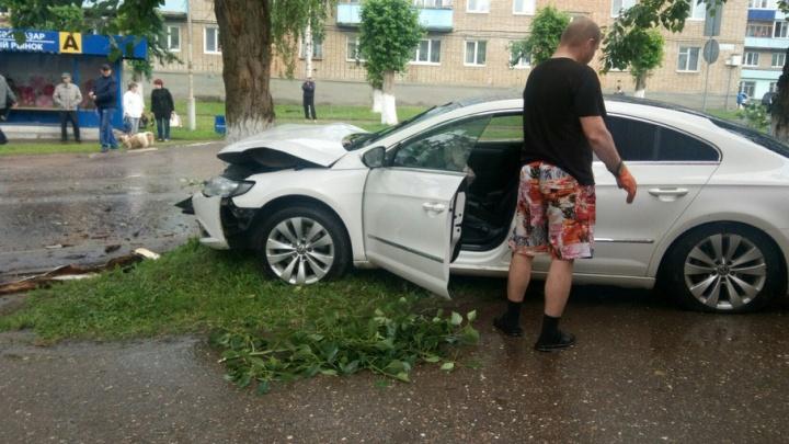 В Башкирии водитель устроил ДТП и сбежал, бросив авто