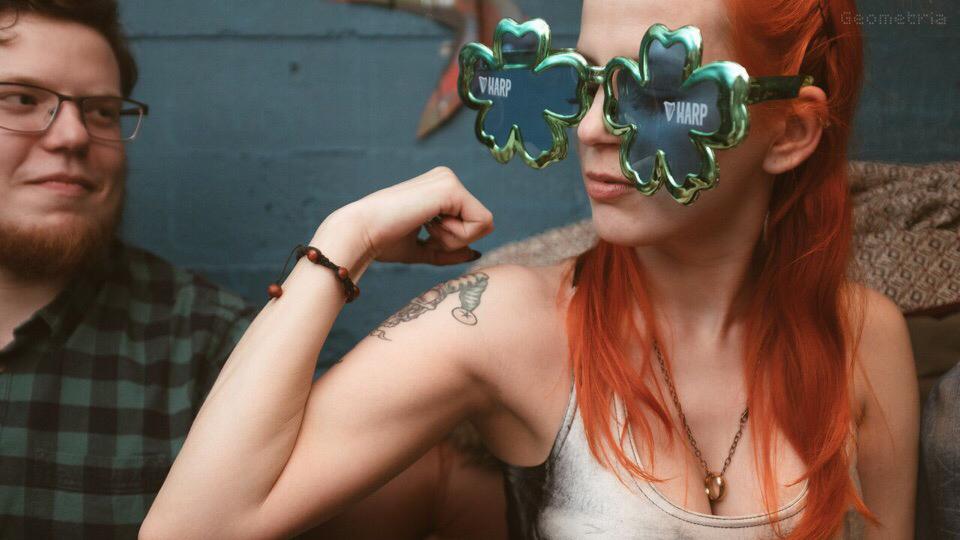 Если в выходной вы не наденете на себя ничего зелёного, вас могут ущипнуть — такая уж традиция у ирландцев в День святого Патрика
