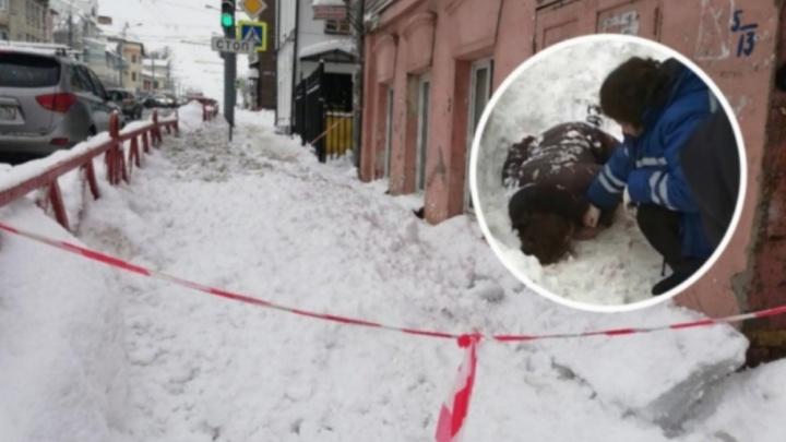 «Не чувствует своего тела»: женщина, которой глыба льда пробила грудную клетку, очнулась