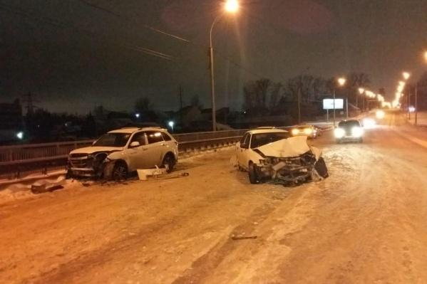Авария с пострадавшими случилась в Октябрьском районе около двух часов ночи
