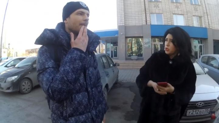 «Я 20 лет здесь паркуюсь»: омский «СтопХам» опубликовал новое видео