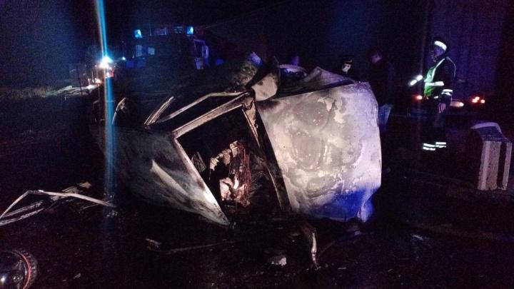 В Талицком районе три человека сгорели в перевернувшейся «девятке»