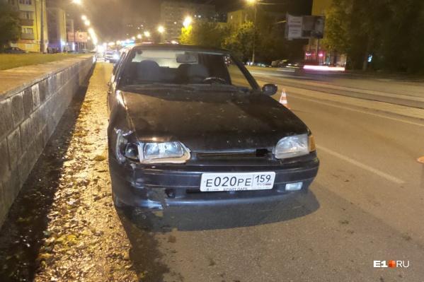 Удар пришёлся на правую часть авто