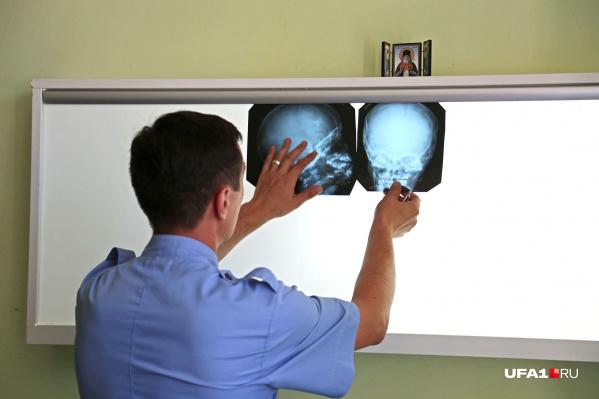 Со слов директора, девочку осмотрел нейрохирург и сотрясения мозга не нашел