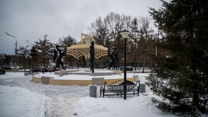 Власти Новосибирска вернут пешеходный переход к площадке с соболями, но перед этим уберут скульптуру