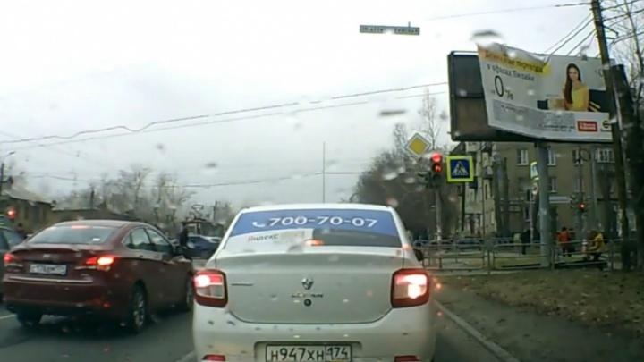 «Восстановить нельзя — порушить»: Тефтелев распорядился убрать опасную рекламу с улиц