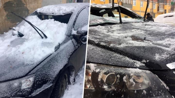 Вот так попал! За раздавленную глыбой снега иномарку на Гагарина придется отвечать жильцу дома