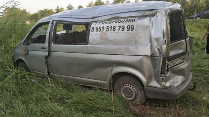 Три человека погибли: на трассе Ростов — Волгодонск грузовик въехал в легковушку