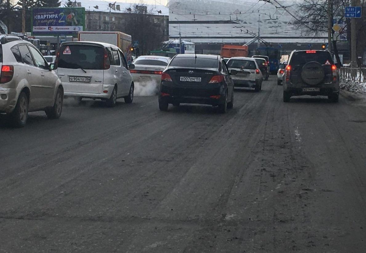 Этой зимой крупные городские магистрали утопают в грязи