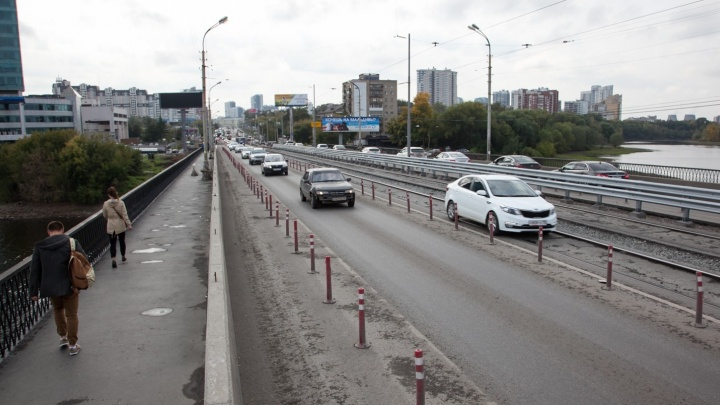 """Что отрубят, что оставят: на месте """"отпила"""" Макаровского моста поставили новые ограждения"""