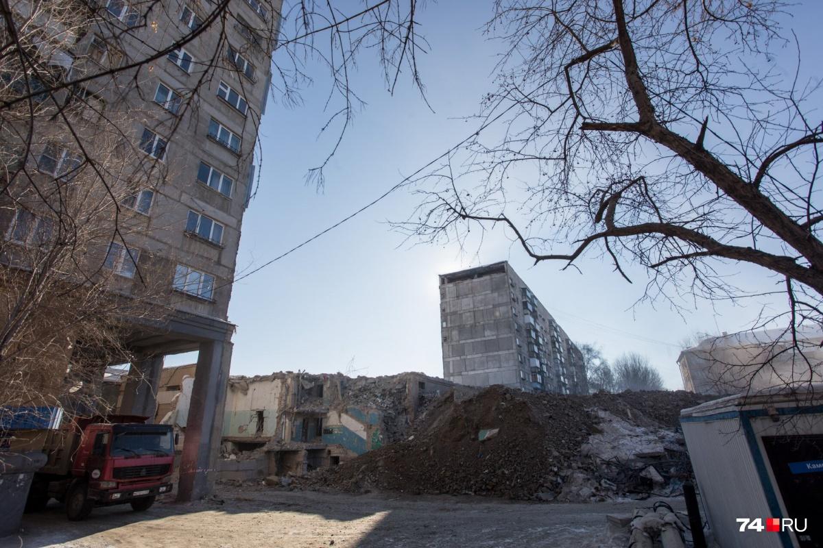 На Карла Маркса, 164 ещё идут демонтажные работы. На время их проведения жильцы четырёх подъездов расселены