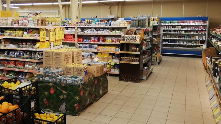 9-летняя девочка пострадала в крупном супермаркете в Ярославской области: следователи возбудили дело