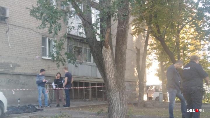 В Ростове на Красноармейской у многоэтажки нашли тело молодого человека