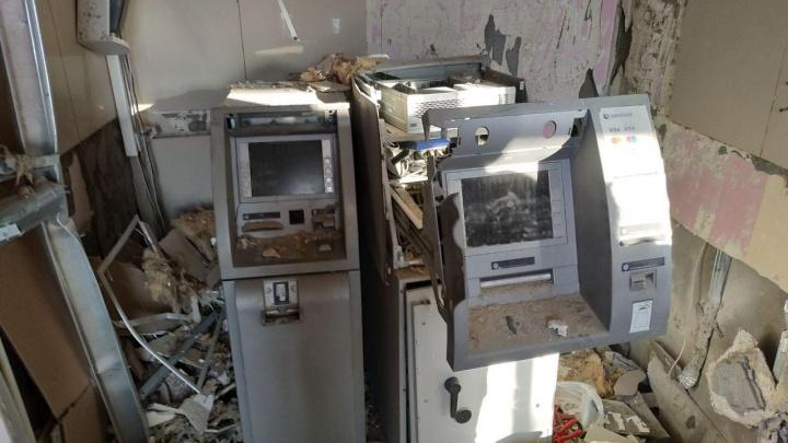 Банкоматы разворотило, деньги на месте: полиция рассказала подробности взрыва в банке
