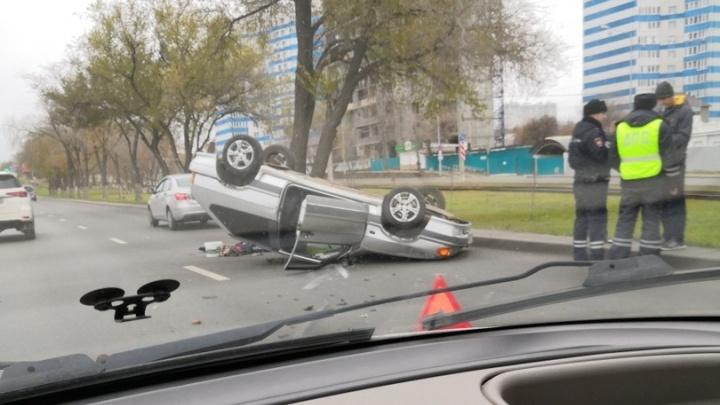 Что не так с земным притяжением в Самаре? На Ново-Садовой перевернулась «Лада»