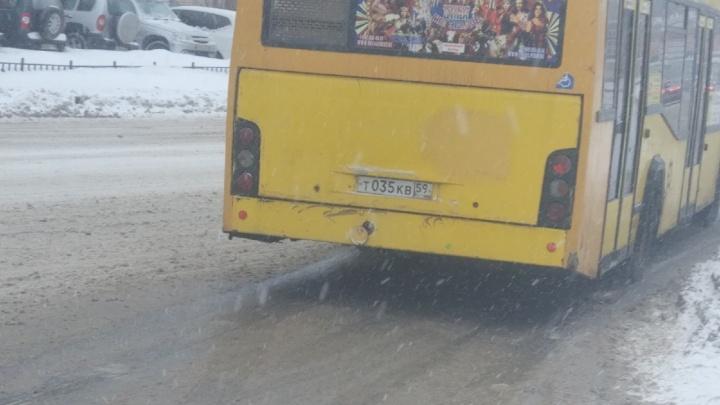 В пермском автобусе зажало ногу выходившему на остановке мужчине