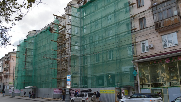 В центре Перми в стене жилого дома появилась трещина длиной в три этажа