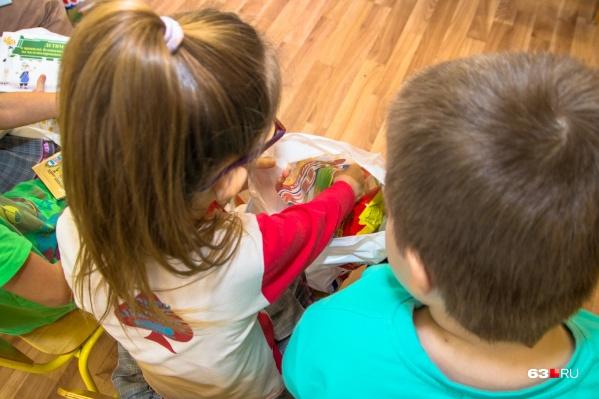 """Только дошкольное отделение центра развития образования <a href=""""https://63.ru/text/education/66295714/"""" target=""""_blank"""" class=""""_"""">рассчитано</a> на&nbsp;240 детей и 40 малышей до трех лет"""