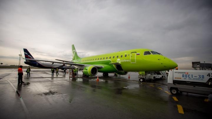 В «Толмачёво» показали новый бразильский самолет