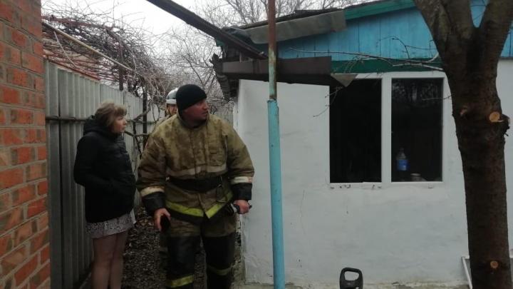 В Ростовской области пожарные спасли многодетную семью